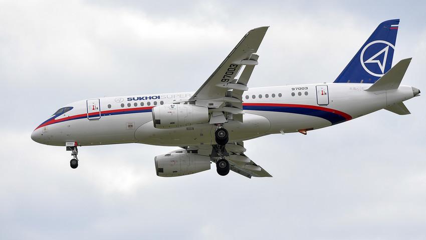 Avión Sujói Superjet 100.