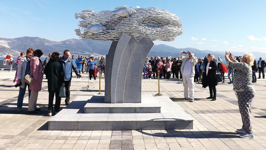 The monument was erected in the Black Sea port of Novorossiysk