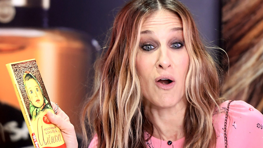 Sarah Jessica Parker is quite familiar with Russia - here she is portrayed with famous Alyonka chocolate