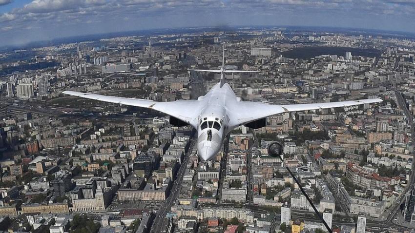 Tu-160 nad Moskvo.