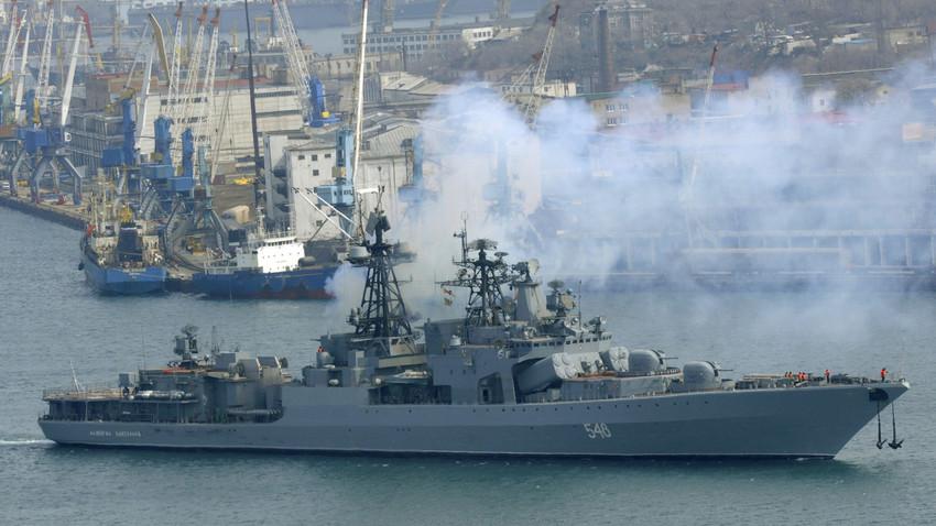 Kapal perusak antikapal selam Armada Pasifik Rusia 'Admiral Panteleyev' meninggalkan pelabuhan Vladivostok pada 29 Maret 2009 untuk memerangi bajak laut di Teluk Aden, di lepas pantai Somalia.