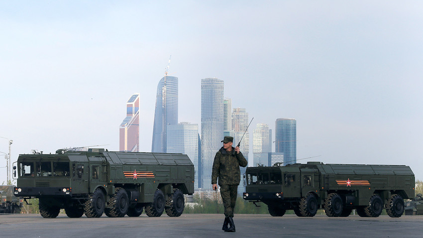 Trenutna različica obrambnega sistema Iskander-M lahko uniči sovražne objekte na razdalji 500 km