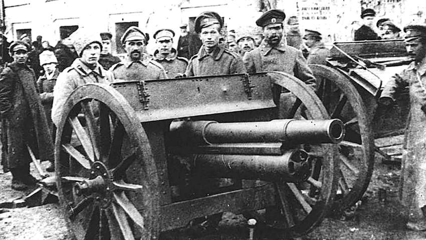 大いなる飛躍か血まみれの悲劇か:ロシア作家は1917年革命をどう ...