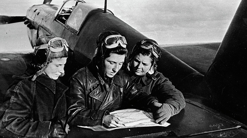 Female pilots of the 586th regiment: Litvyak, Budanova and Kuznetsova (left to right) near the YaK-1 aircraft.