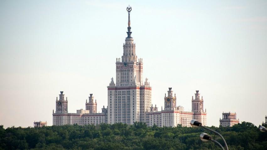 Universidade de São Paulo empatou com a de São Petersburgo, em 13° lugar. Na foto, prédio principal da Estatal de Moscou (MGU).