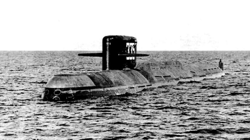 """Pada November 1967, pabrikan Soviet meluncurkan kapal selam nuklir pertama di negara itu, yaitu K-137 """"Leninets"""" 6677."""