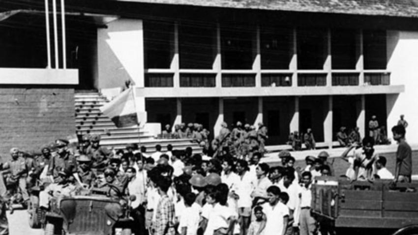 Prebivalci Goe sprejemajo indijske čete po uspešni invaziji na portugalske čete, 1961.
