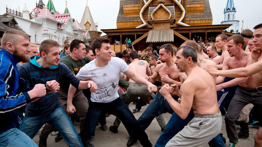 Реконструкција традиционалне битке песницама у Измајлову, Москва