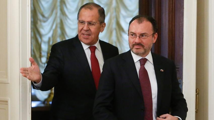 El Ministro de Asuntos Exteriores de Rusia Serguéi Lavrov y el Secretario de Relaciones Exteriores de México Luis Videgaray Caso en Moscú, 17 de noviembre de 2017.