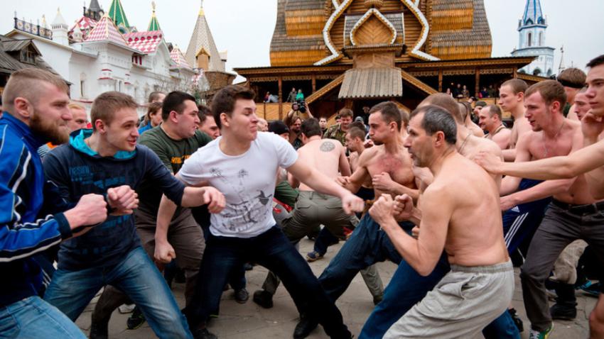 Rekonstrukcija tradicionalnega boja s pestmi v Izmajlovu (Moskva).