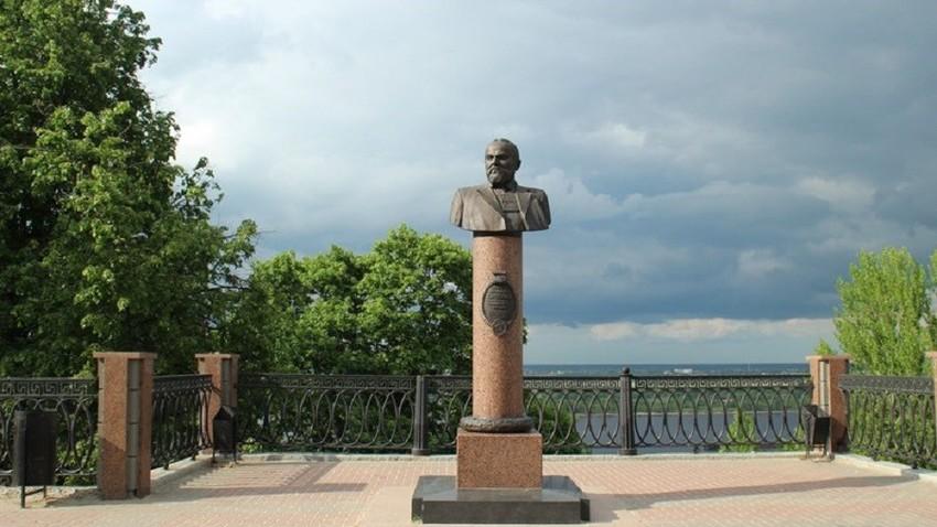 Споменик Дмитрију Сироткину у Нижњем Новгороду