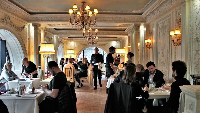 un caf pouchkine ouvre ses portes au c ur de paris russia beyond fr. Black Bedroom Furniture Sets. Home Design Ideas