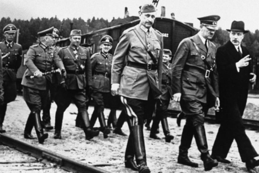 Carl Gustav Mannheim in Adolf Hitler, 1942.