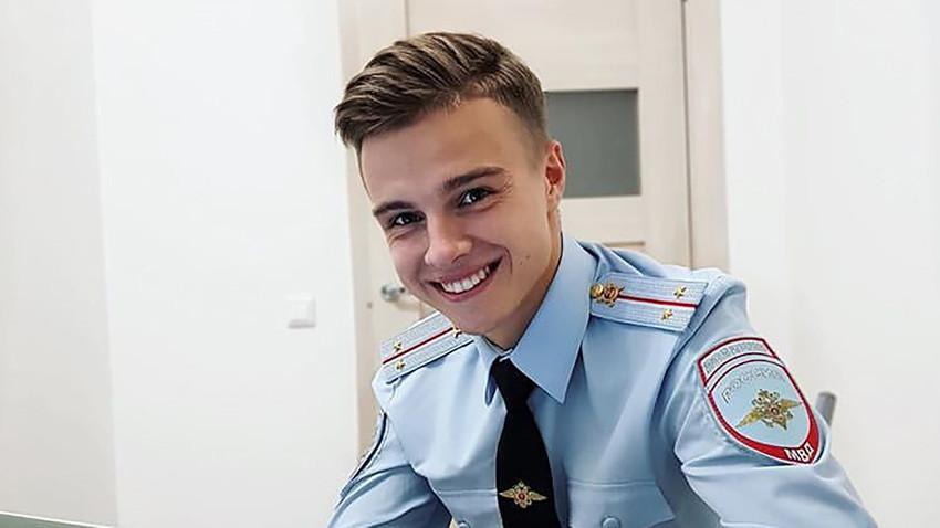 Roman, polisi dari Sankt Peterburg.