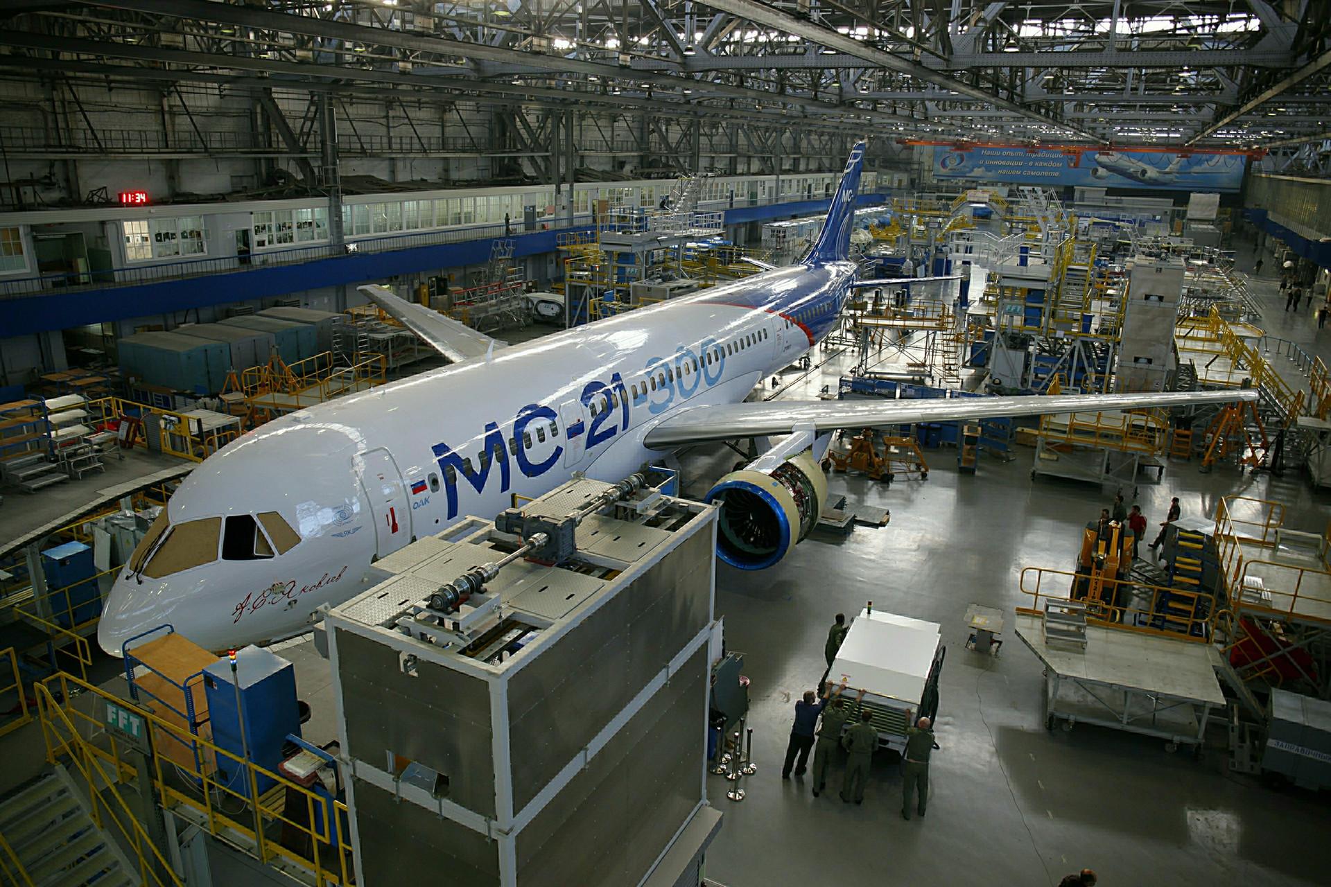 Dalam pembuatan MS-21, pesawat ini menggunakan solusi-solusi teknis aerodinamika, mesin penggerak, serta material konstruksi yang terdepan.