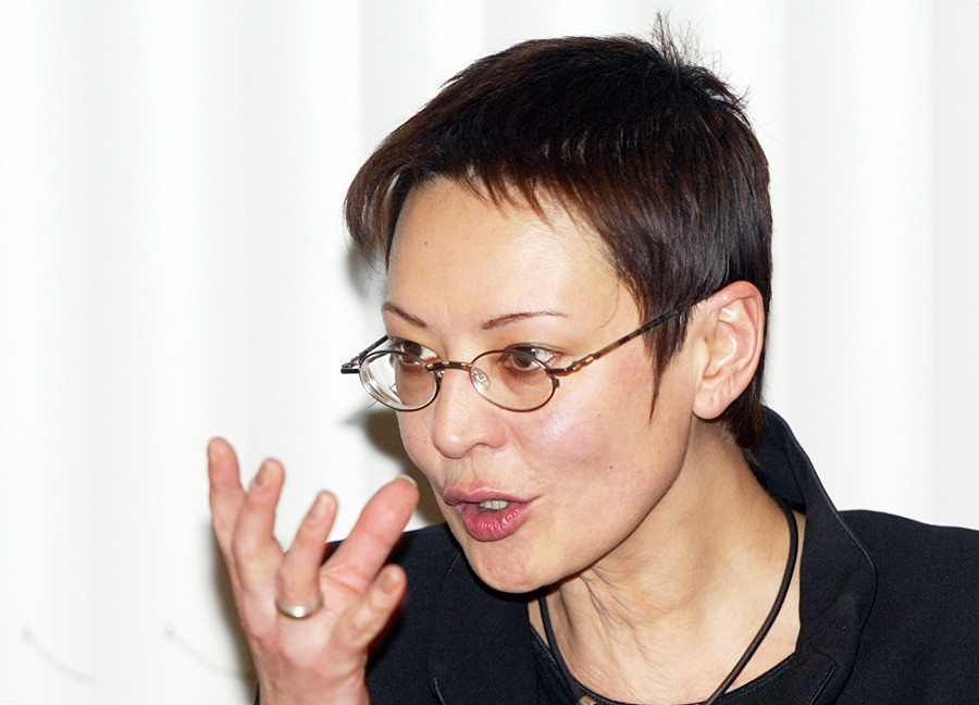Liberal Presidential candidate Irina Khakamada speaks to journalists in Moscow, Feb. 17, 2004.