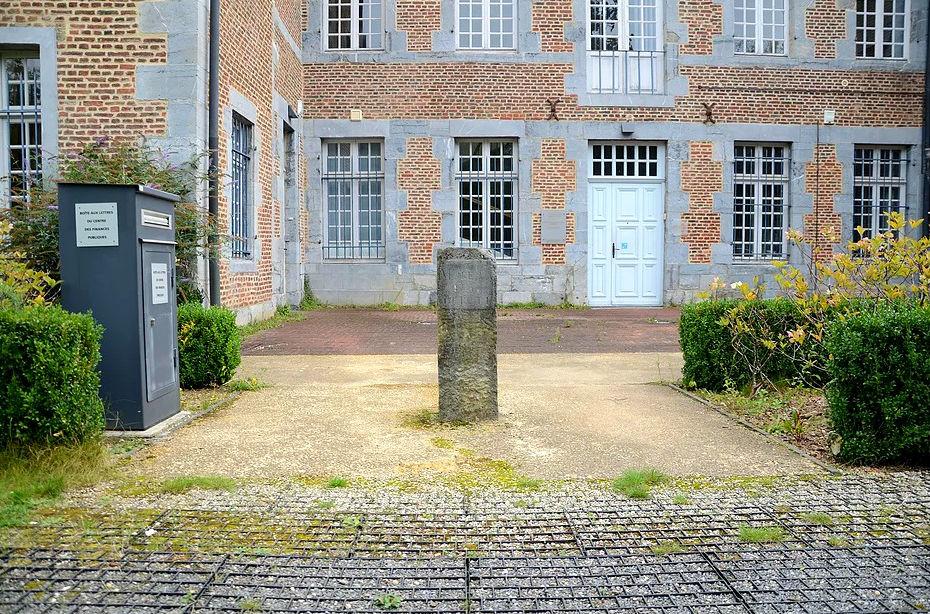 La borne de la Cité Administrative de FUMAY.