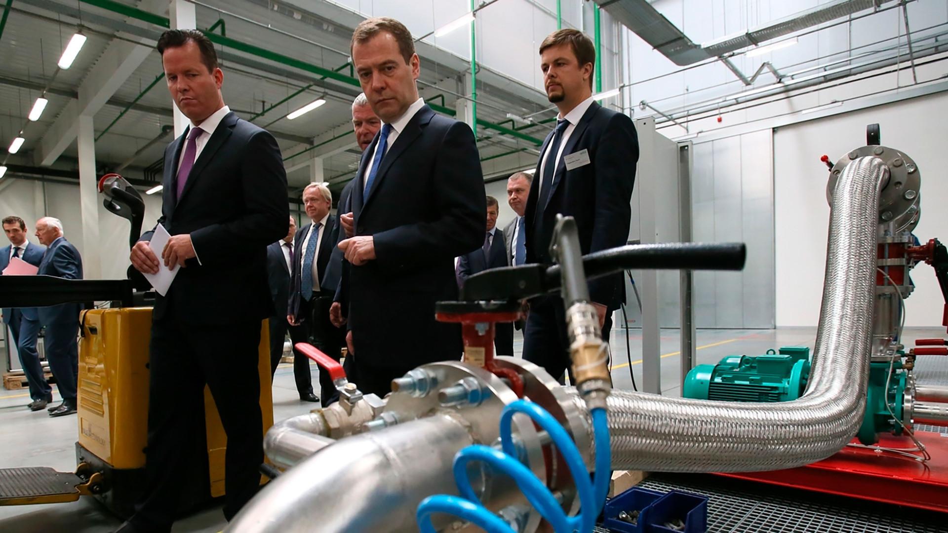 Premiê russo Dmítri Medvedev na planta da Wilo em Noguinsk.