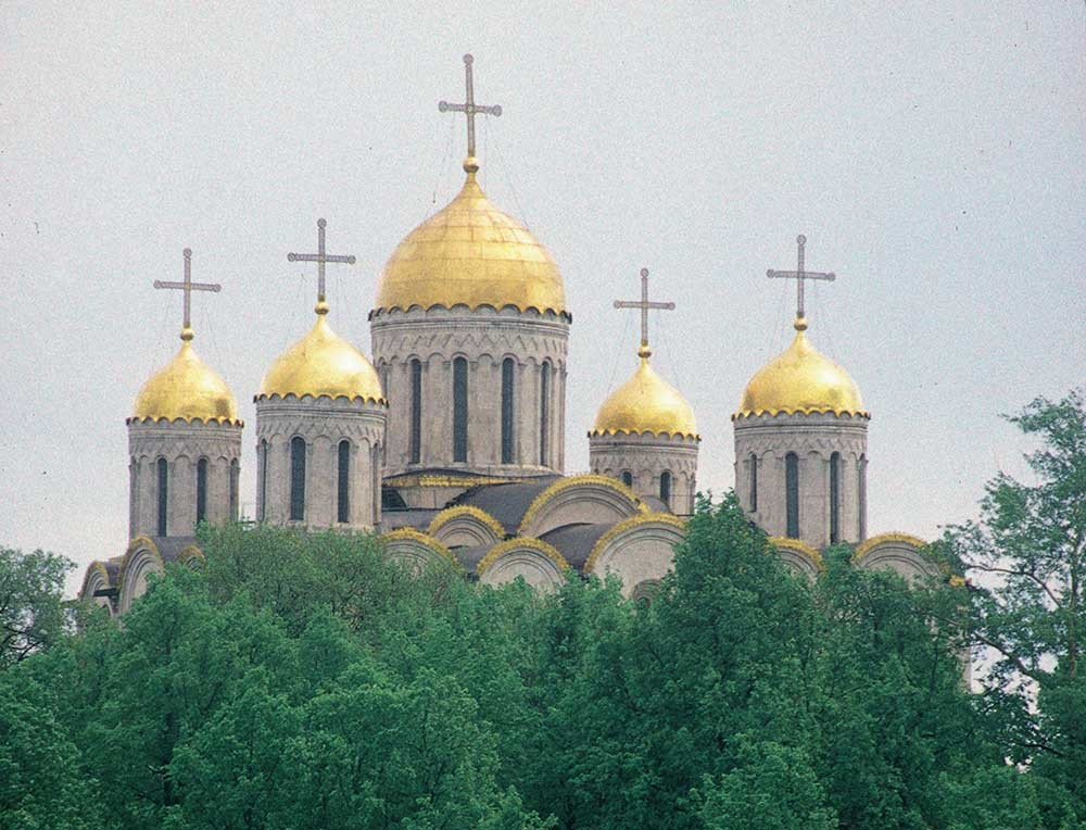 Dormition Cathedral. West view across Erofeev Descent. May 25, 1998.