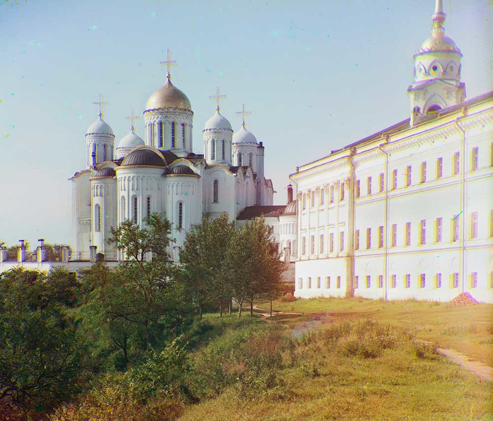 Dormition Cathedral. East view with Regional Administration (right). 1911.