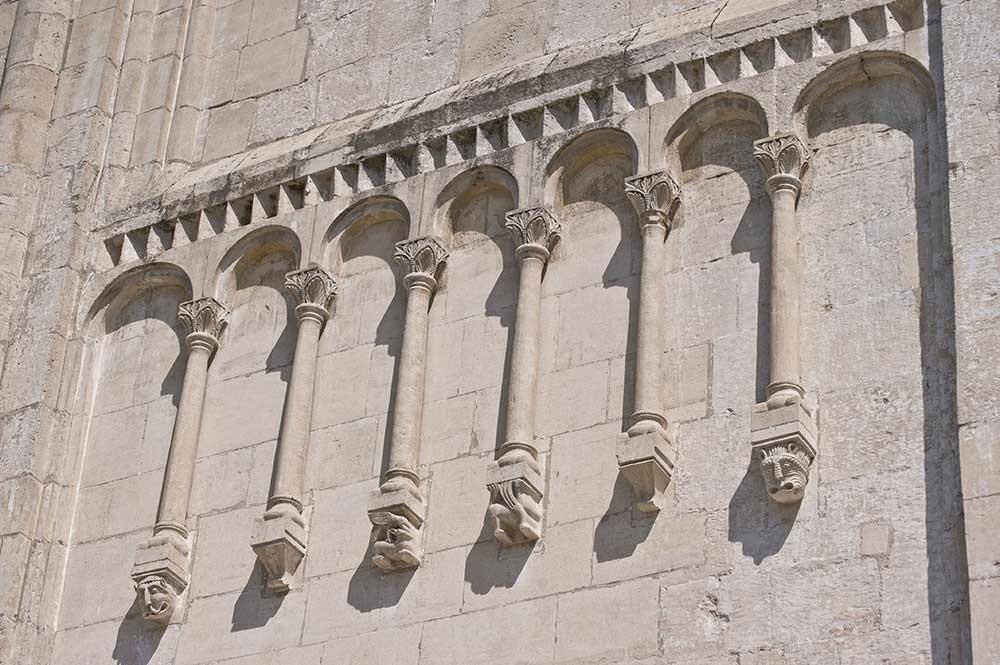 Dormition Cathedral. West facade, arcade frieze. July 18, 2009.