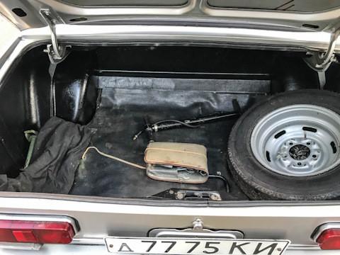 Сачувана је и опрема која иде уз Москвич 2140.