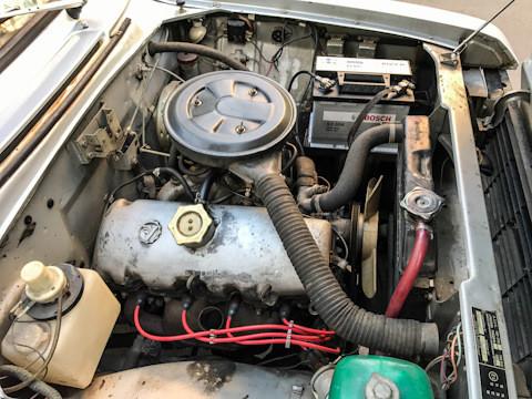 Потпуно нови акумулатор Bosh лако је упалио мотор старог Москвича.