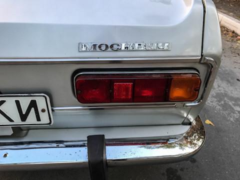 Овој автомобил цело време бил гаражиран и затоа задните светла изгледаат како нови.
