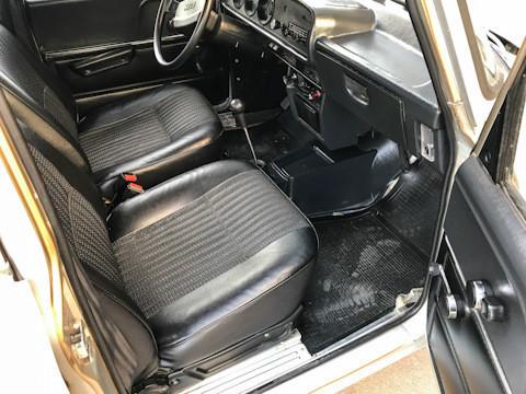 Внатрашноста е идеално сочувана, небаре автомобилот вчера слегол од фабричката лента!