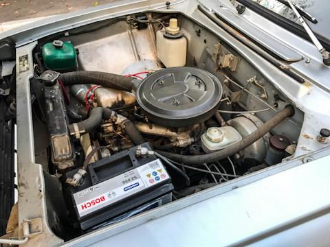 """Во текот на 1980-те беше далеку полесно да се набави бензин 76 отколку високооктанскиот АИ-93 и затоа повеќе беше баран автомобил со мотор УЗАМ-412Д, а тоа е токму """"Москвич 2140""""."""