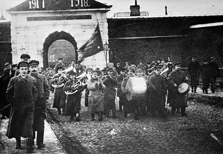 Primeiro ano de celebração da Revolução, em 1918, na Fortaleza de São Pedro e São Paulo, em Petrogrado