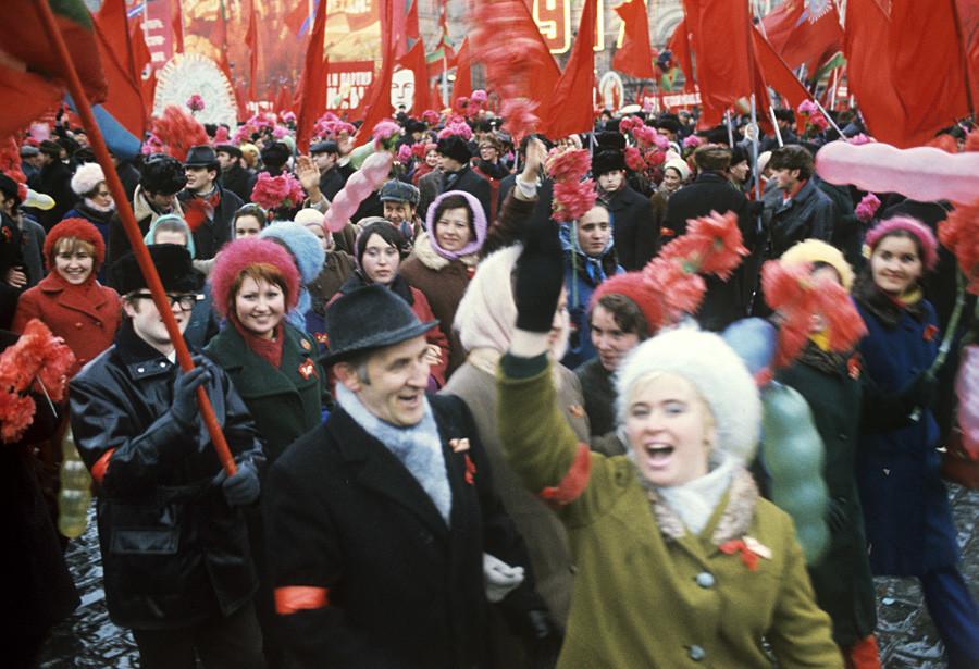 Celebração de proletários na Praça Vermelha em 1973