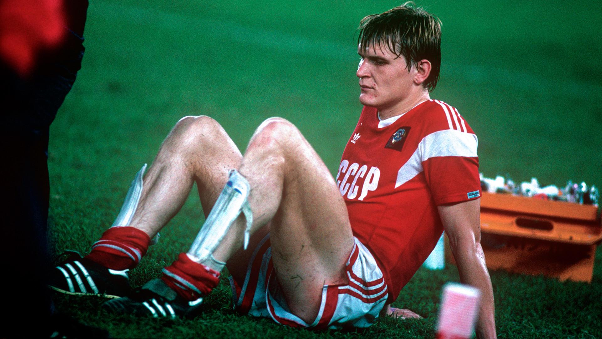 Jogador soviético Alexei Cherednik durante a Copa de 1988