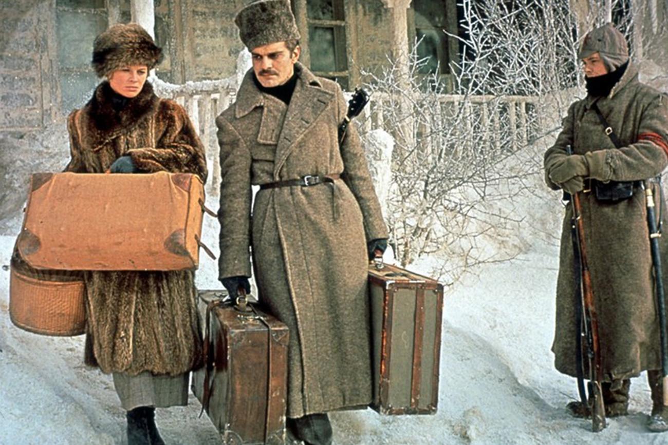 Омар Шариф (десно) као Јуриј Живаго у америчкој екранизацији књиге (1965).