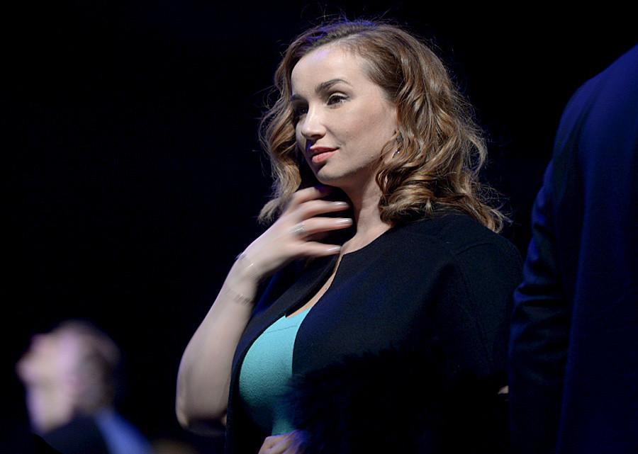 Pemandu acara Anfisa Chekhova.