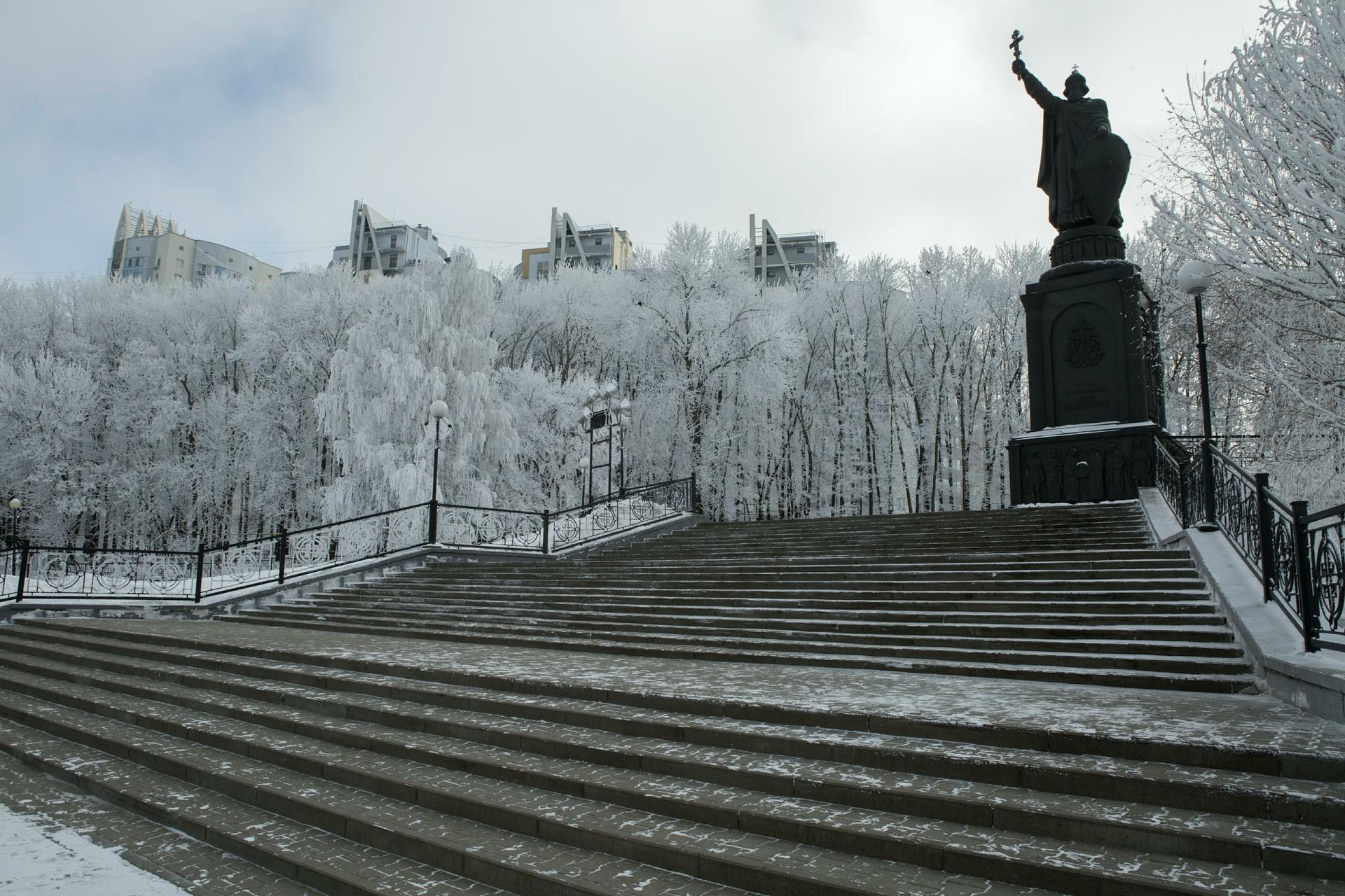 Zima v Belgorodu tudi za Slovence ni prehuda. Na sliki: Spomenik kneza Vladimirja.