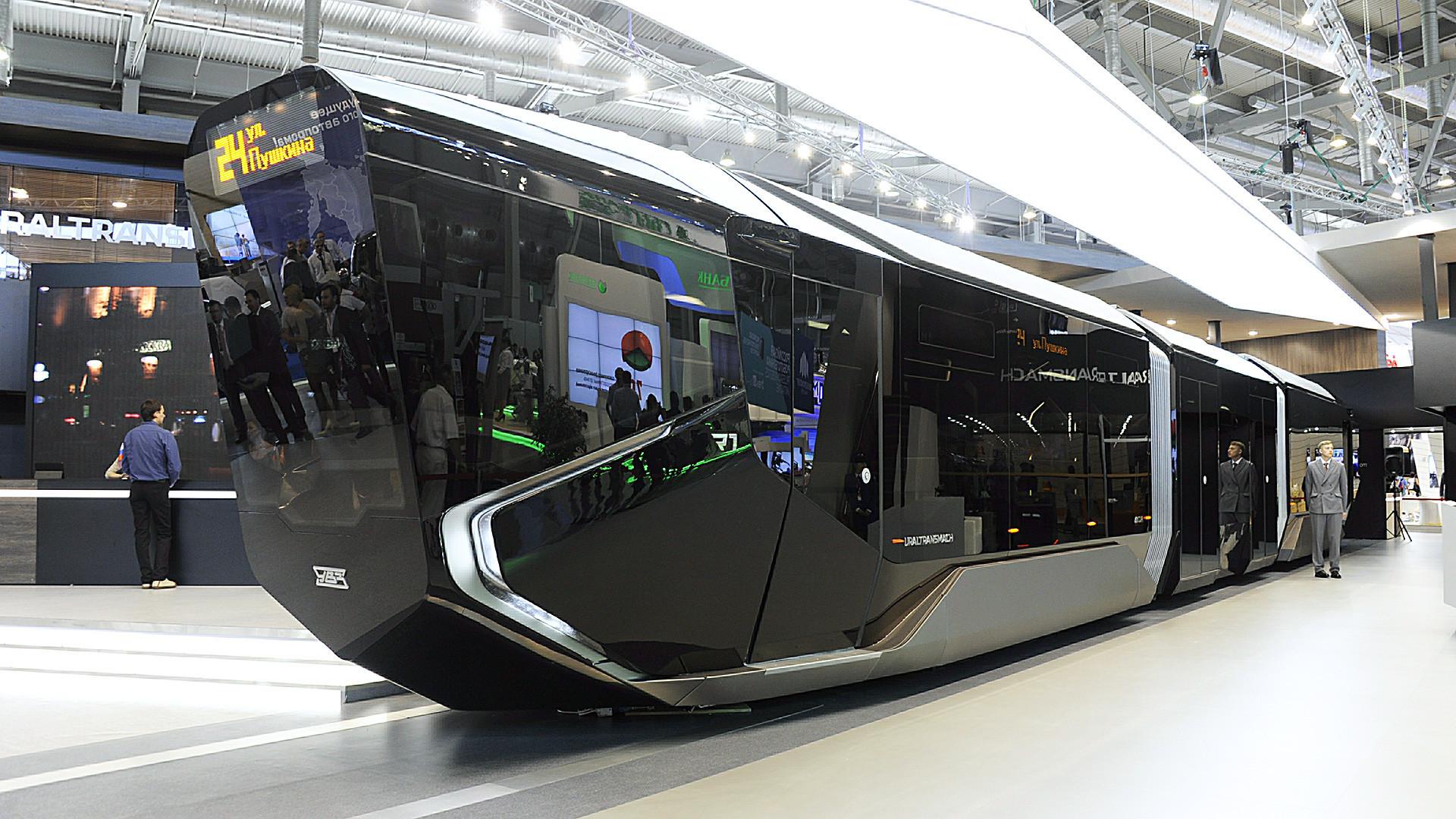 """Трамвајот беше наречен """"Ајфон на шини"""" и """"Бетмобил""""."""