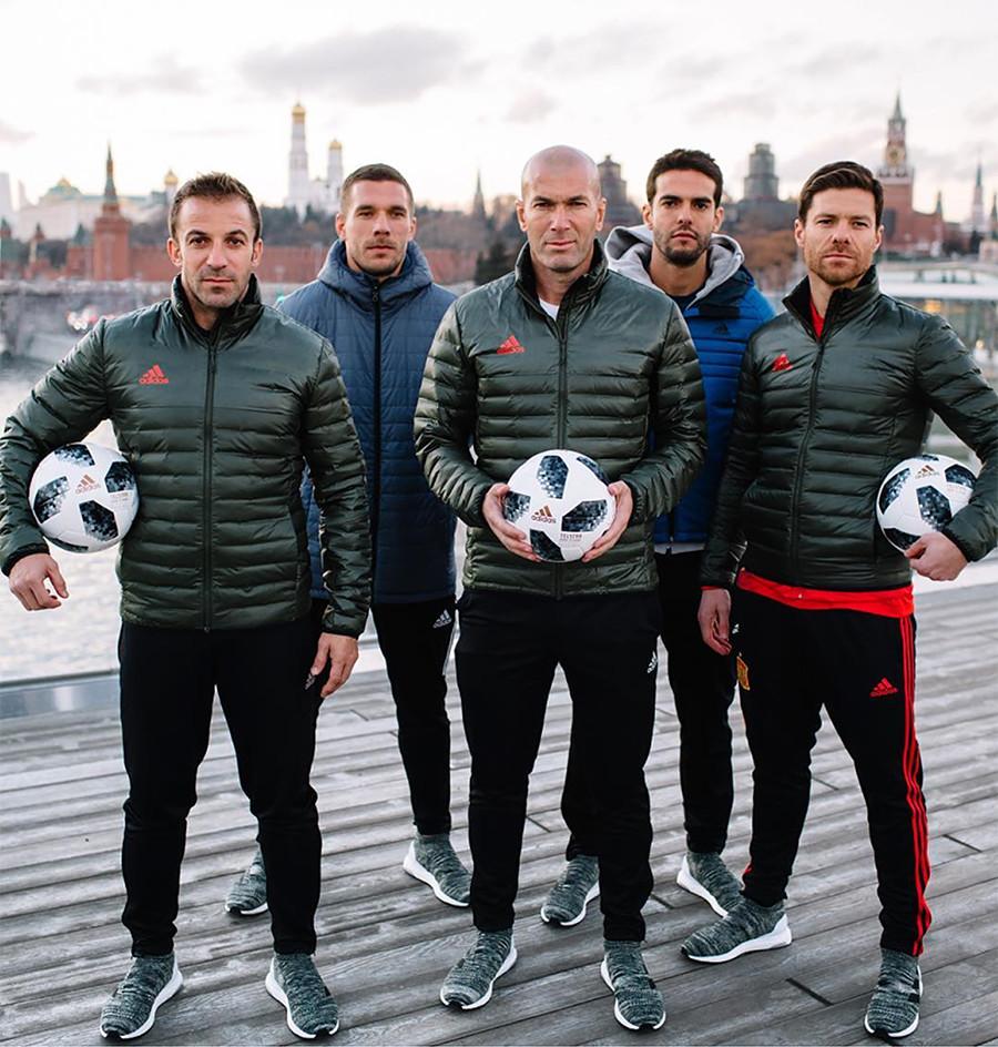Legendas de fútbol en el parque Zariadie en Moscú.