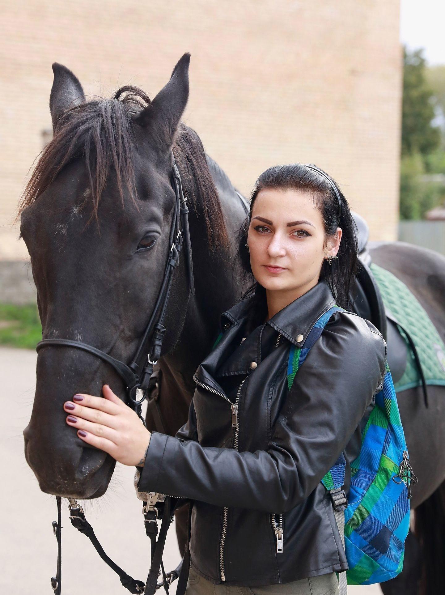 Maria Rubtsova com seu cavalo
