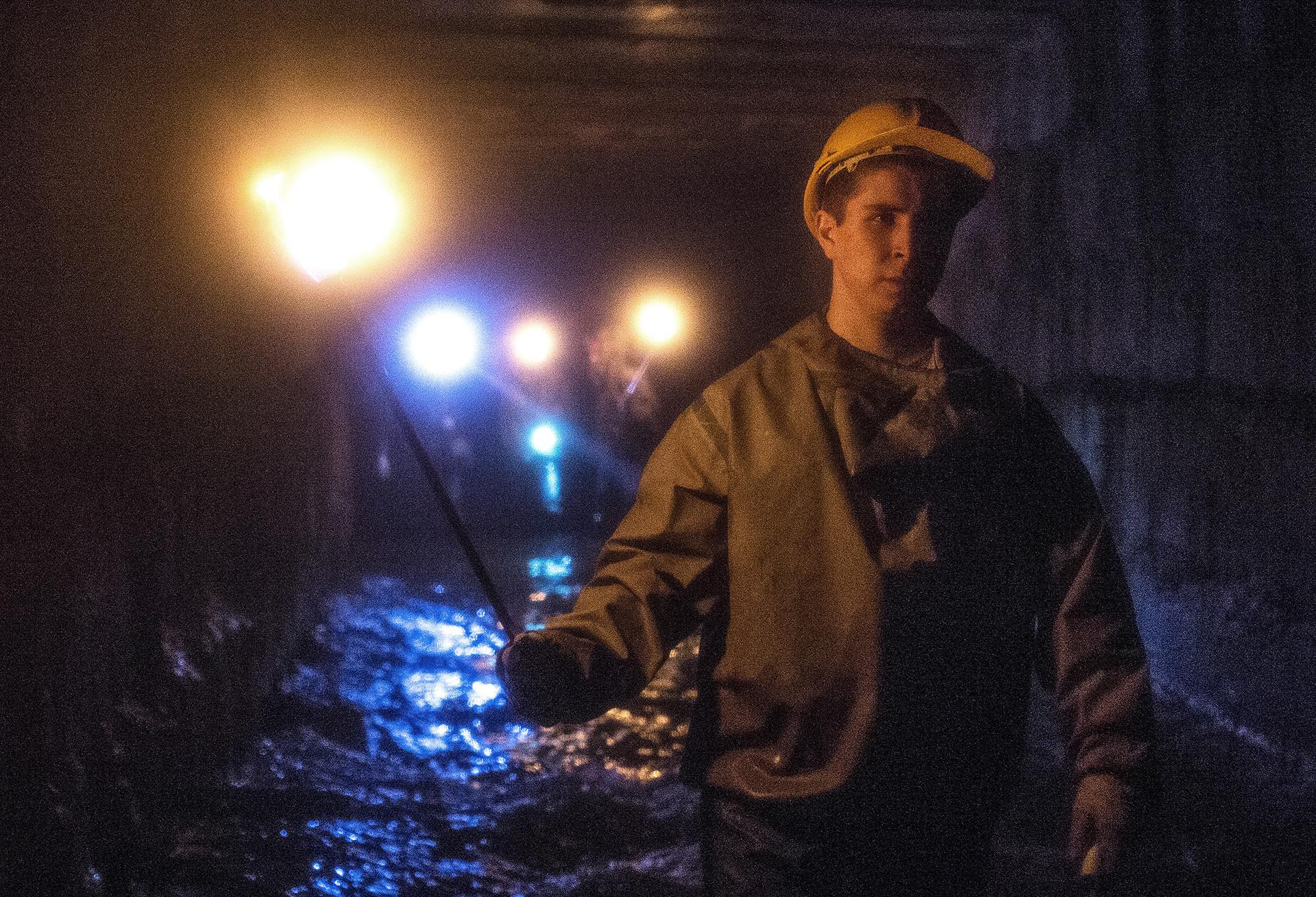 Московски дигери истражују подземни канал.