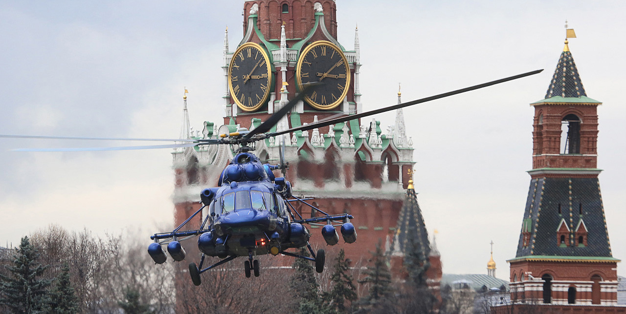 The Mil Мi-8 helicopter above the Kremlin.