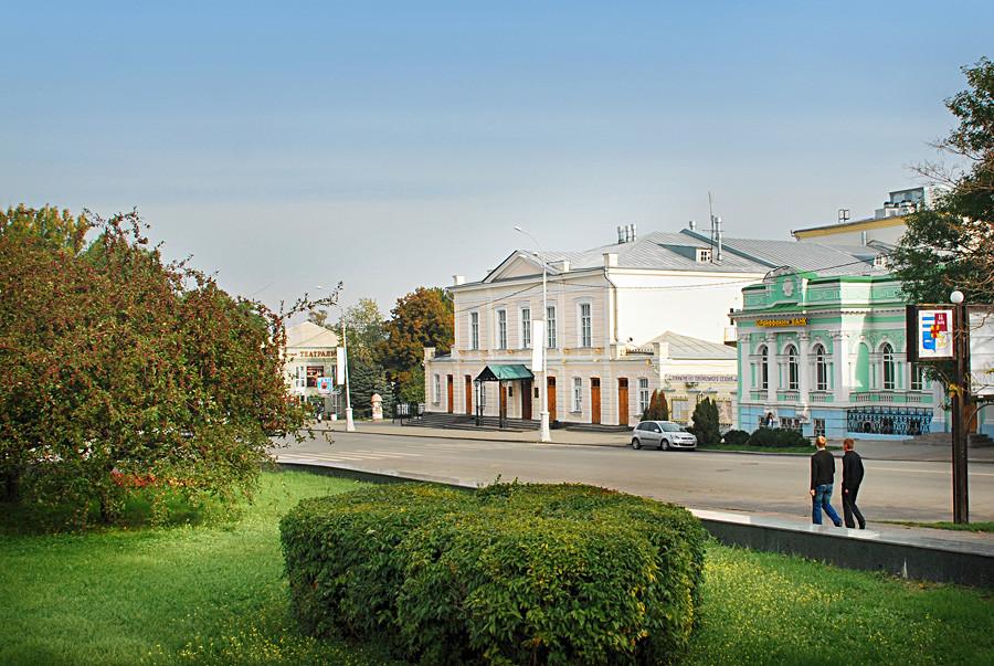 El teatro dramático de Taganrog lleva el nombre de Antón Chéjov.