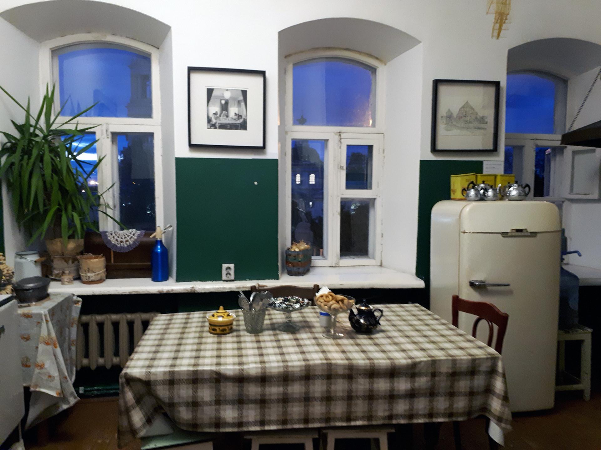 Muzejska rezidenca Artkomunalka, notranjost stanovanja.
