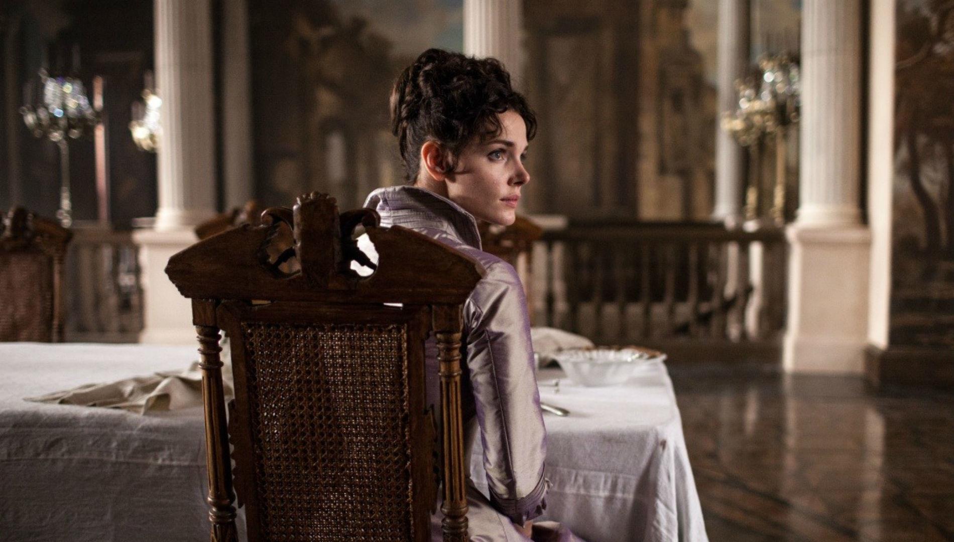 Scène du film Anna Karénine. L'histoire de Vronsky