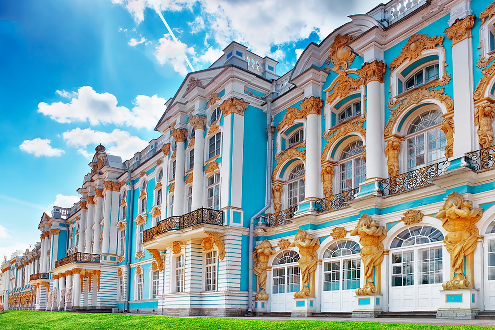 Istana Yekaterina di Tsarskoe Selo dekat Sankt-Peterburg.