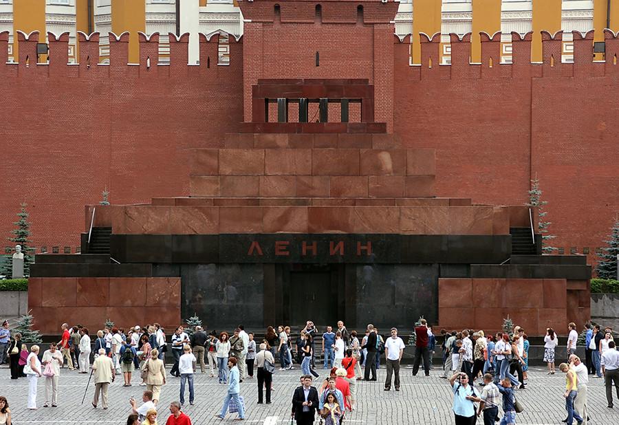 Чувени маузолеј је саграђен крајем 1920-их са циљем да се у њега смести Лењиново тело.