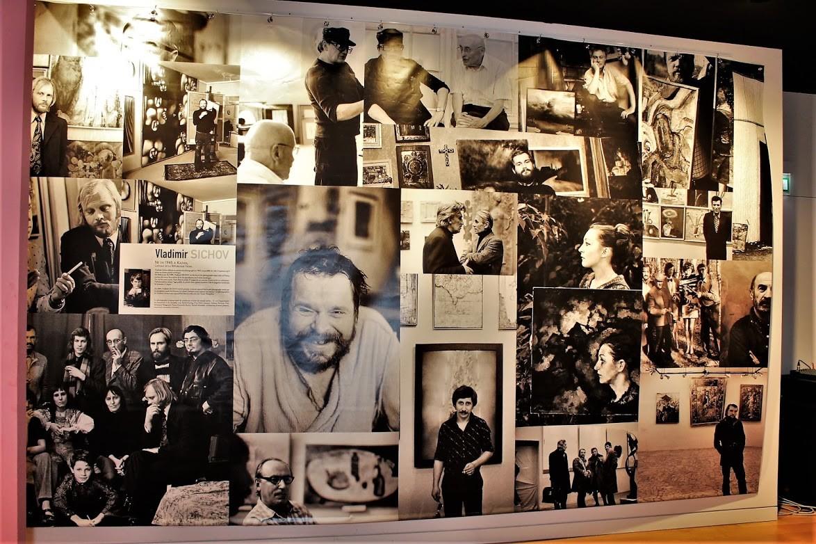 L'exposition des œuvres des artistes est accompagné de commentaires et de documents de l'époque.