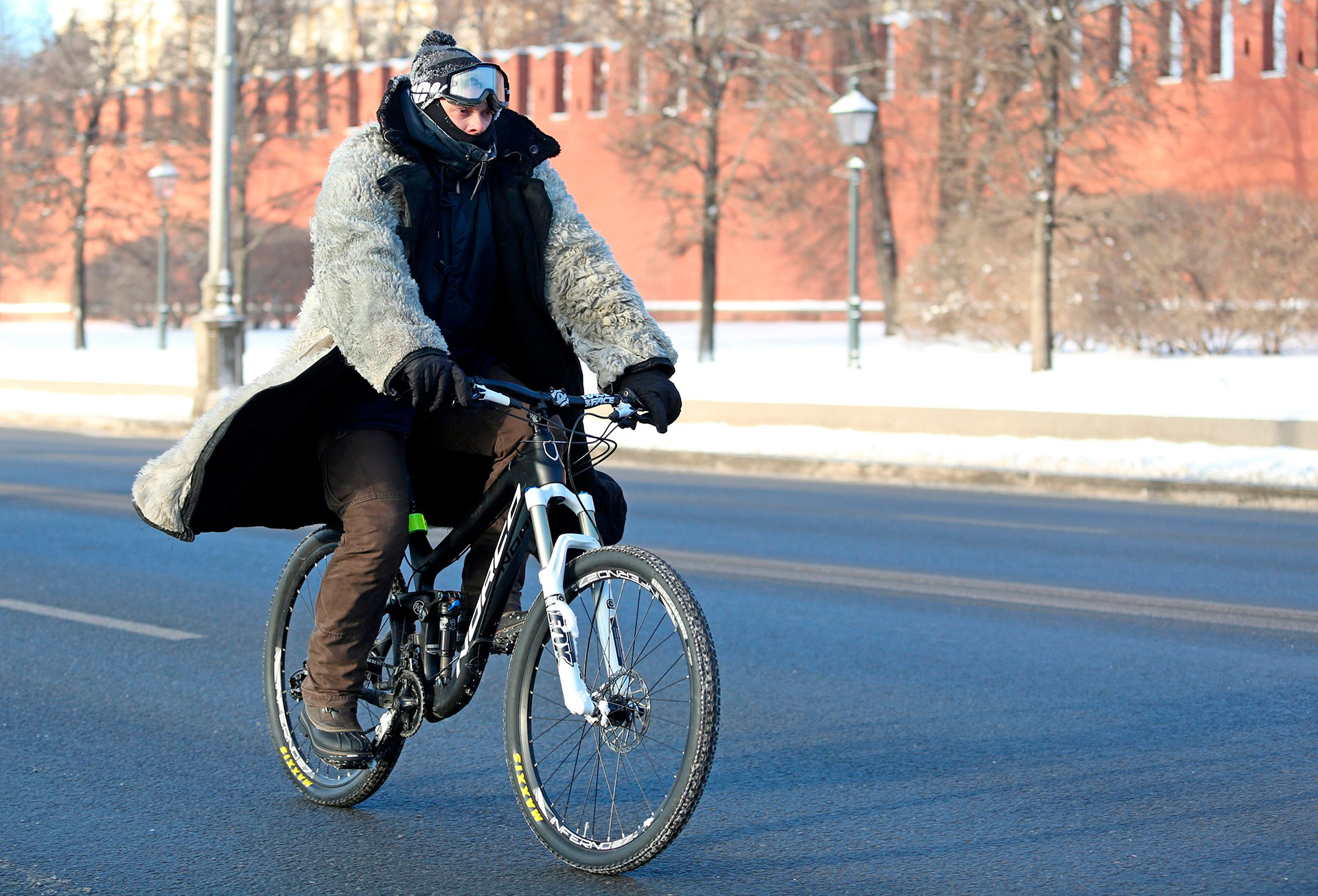 Even Father Frost in his prime can't prevent Russians from having a good time out. Cycling, for instance.