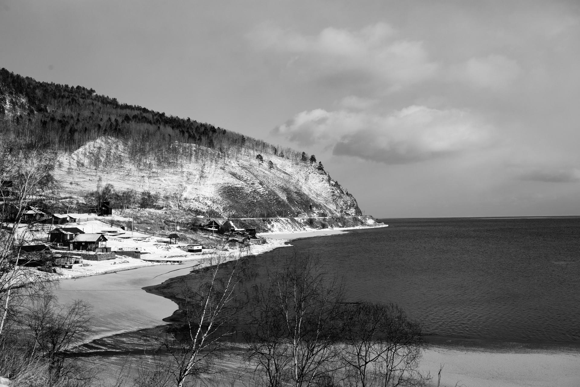 Jezero Bajkal pričenja ledeneti.