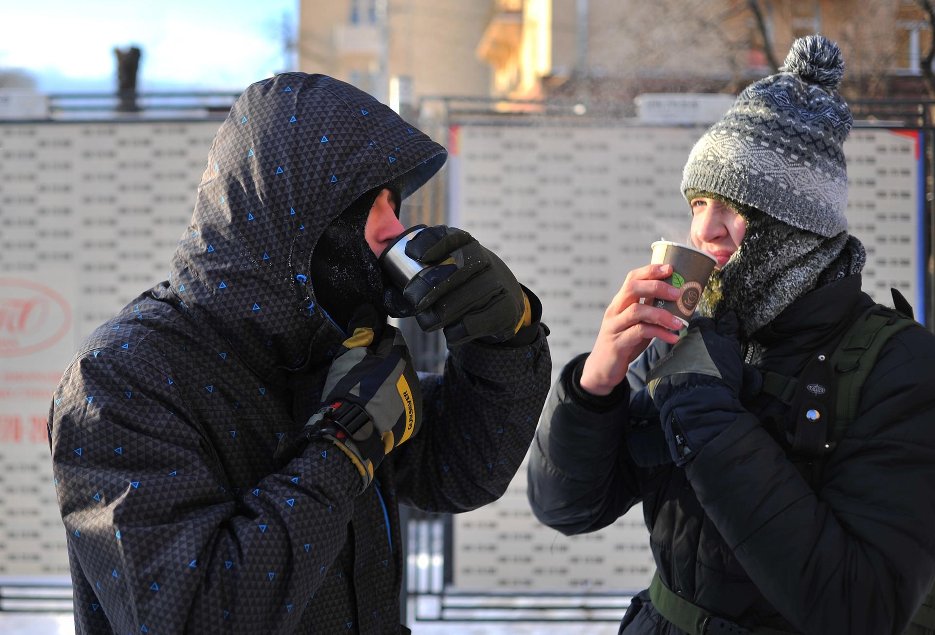 Bebidas quentes podem ajudar muito durante um inverno gelado.